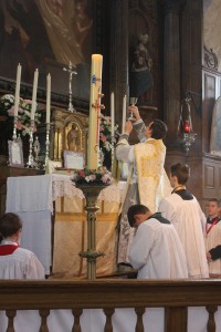 Elévation durant la messe de Pâques 2015